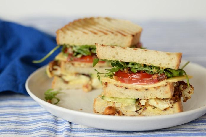 Laat Pasen maar komen: met dit recept maak je de lekkerste vegetarische club sandwich