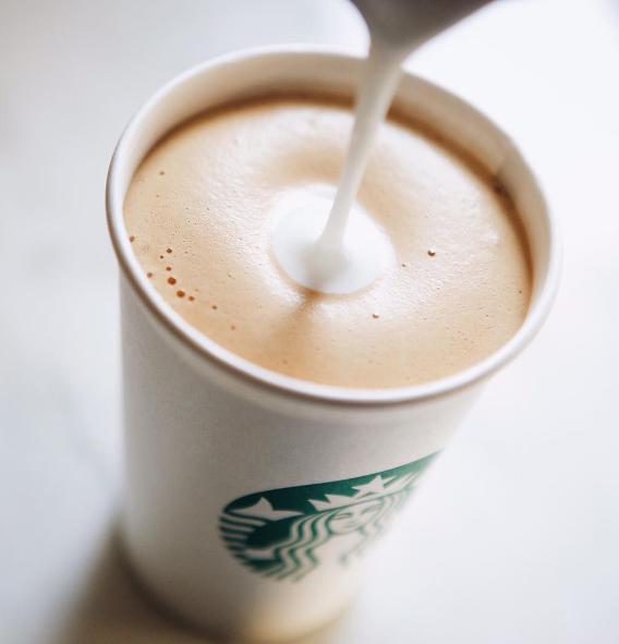 Starbucks biedt 10.000 vluchtelingen een baan aan