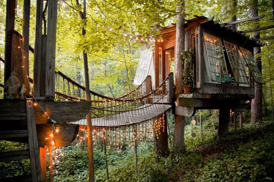 DOEN: Sprookjesvakantie in een boomhut met Airbnb