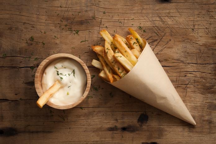 Is friet van verse aardappelen wel of niet gezonder dan diepvriesfriet?