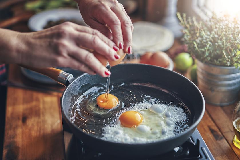 Fetapasta, move over: 'pesto-eieren' zijn de nieuwste eetbare TikTok-trend en die wil je nú proeven