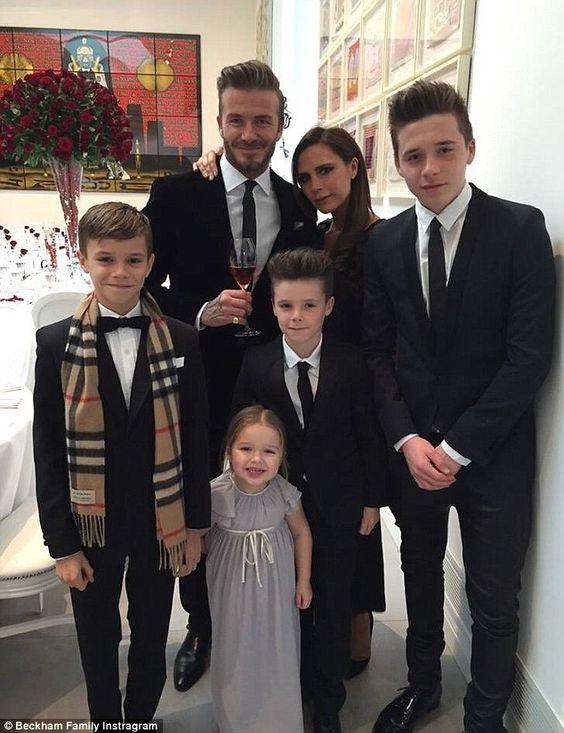 Wow! Victoria Beckham en haar zusje lijken wel tweelingen