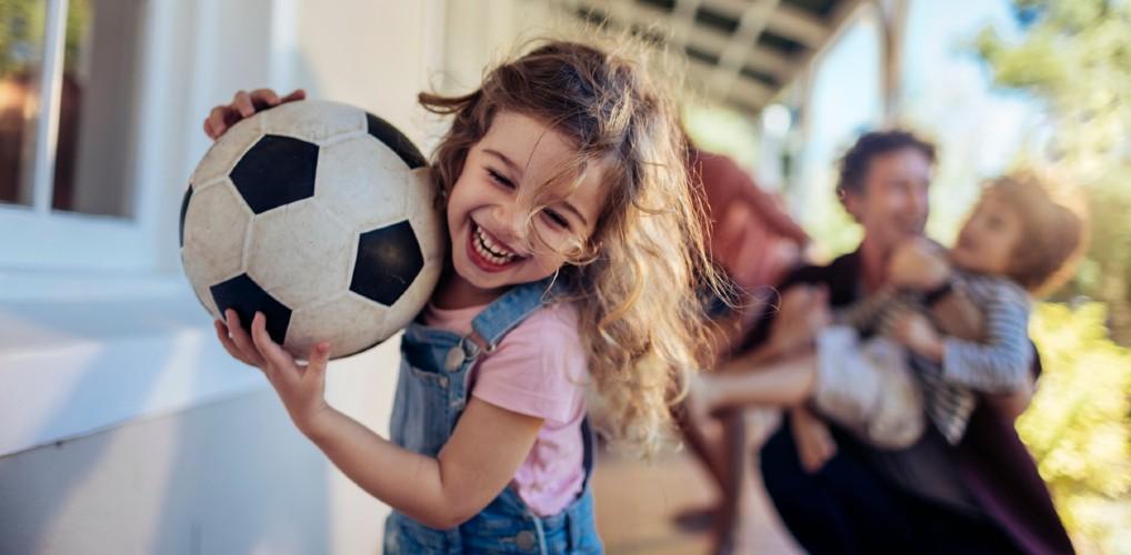 Spelende kinderen buiten laten krijsen of schreeuwen? 10x jullie mening