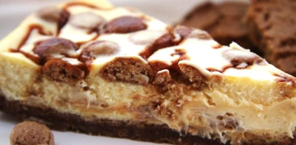Dit wil je maken: pepernoten cheesecake met witte chocolade én karamel