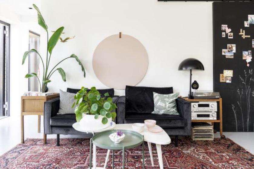 Binnenkijken in een zelfgebouwd huis: 'We hebben het huis van binnen naar buiten ontworpen'