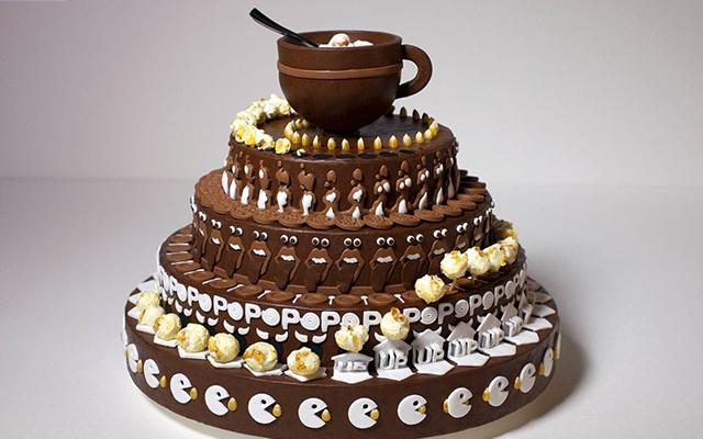 VIDEO: wacht tot je ziet wat er gebeurt wanneer deze taart ronddraait!