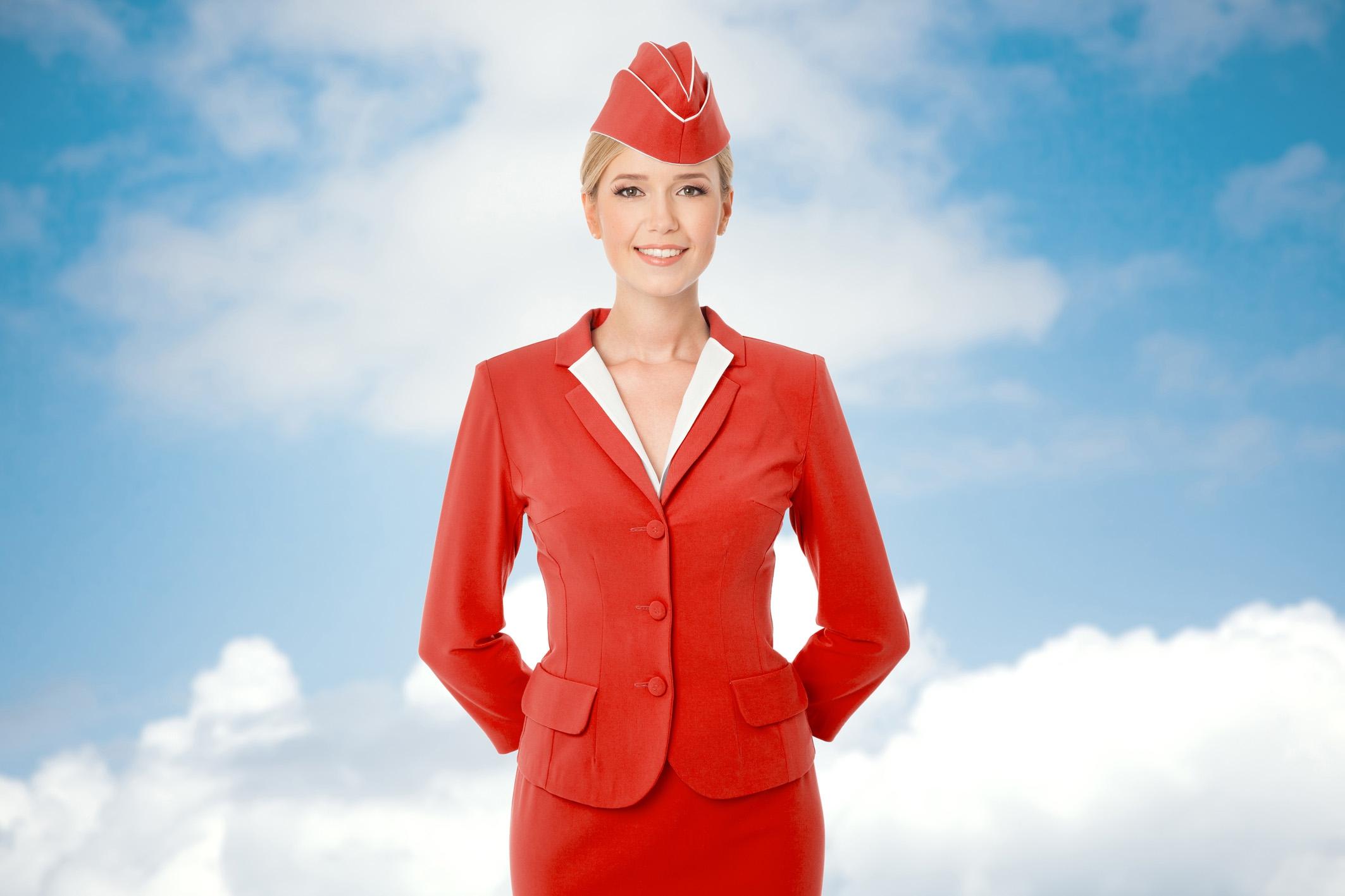 AHA: Daarom houden stewardessen hun handen achter hun rug als je instapt