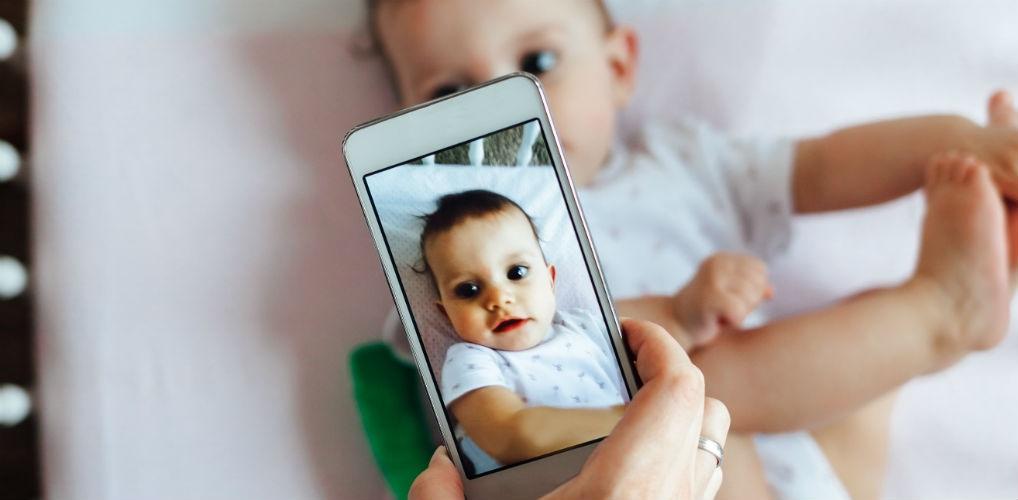 Zo beïnvloedt jouw telefoongebruik je kinderen