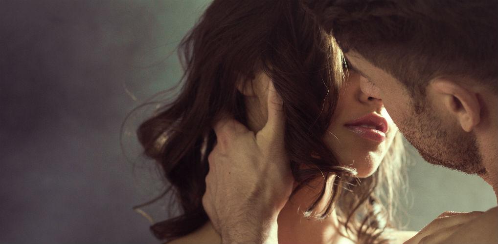 Erotisch verhaal: 'Mijn vriend zou me nooit zo ruw aanpakken. Hij is daar veel te voorzichtig en zorgzaam voor'