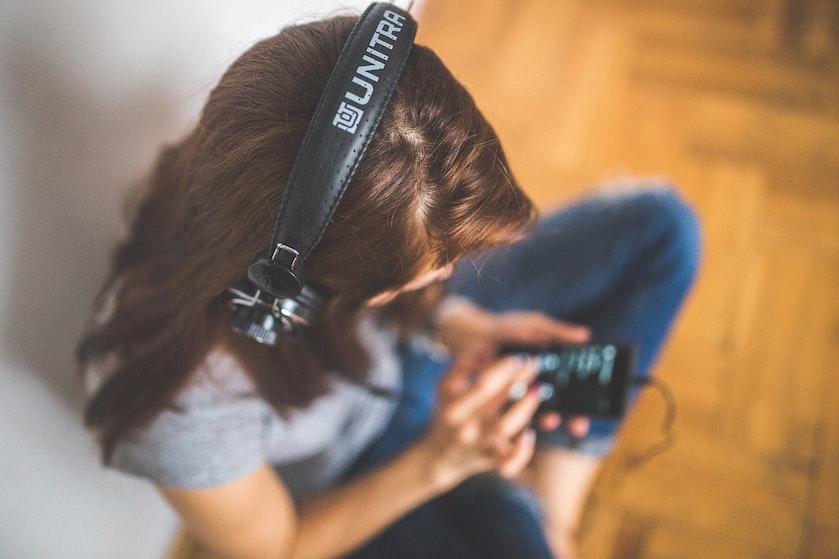 Ga je goed op droevige muziek? Hiér komt het door