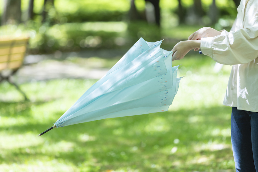Waarom je júist op deze hete dagen een paraplu in de auto moet hebben liggen