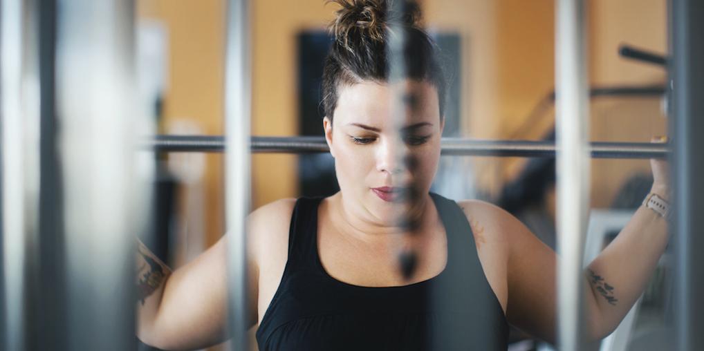 Work that boobie: met déze 4 oefeningen laat je je borsten groter lijken