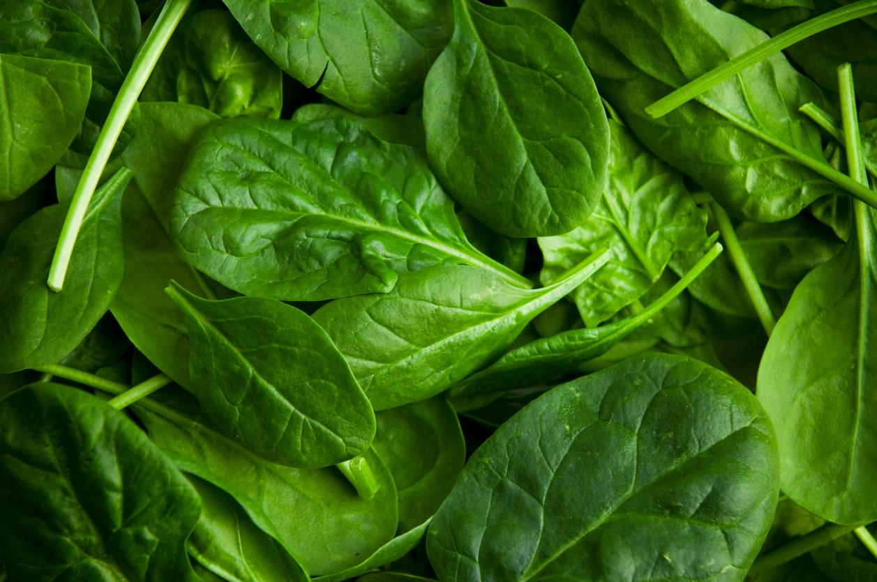 Waarom je tanden stroef voelen na het eten van spinazie en wat je eraan kunt doen