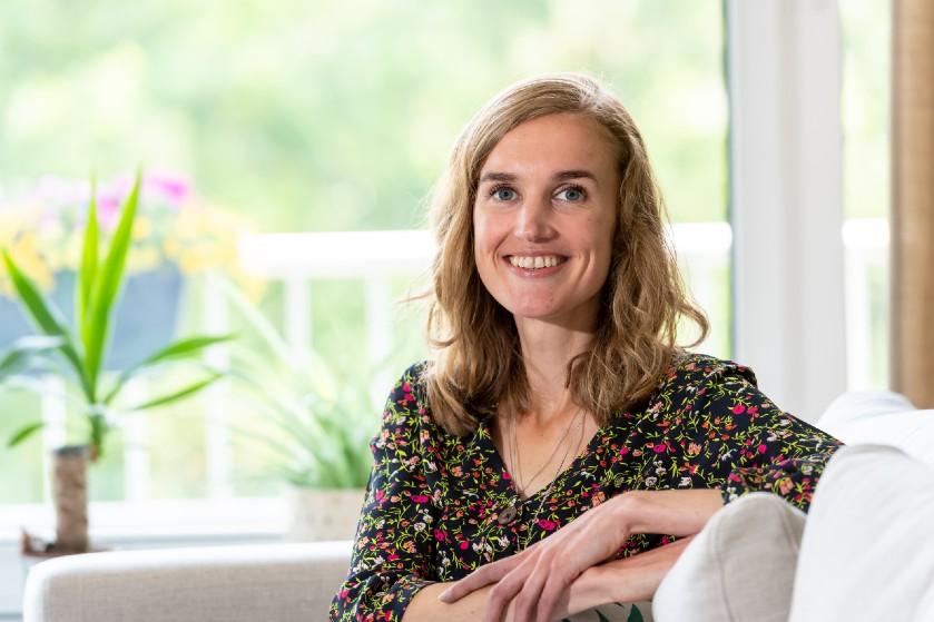 Jelske (27) heeft MS: 'Vroeger verstopte ik de katheters in m'n mouw, nu schaam ik me niet meer.'