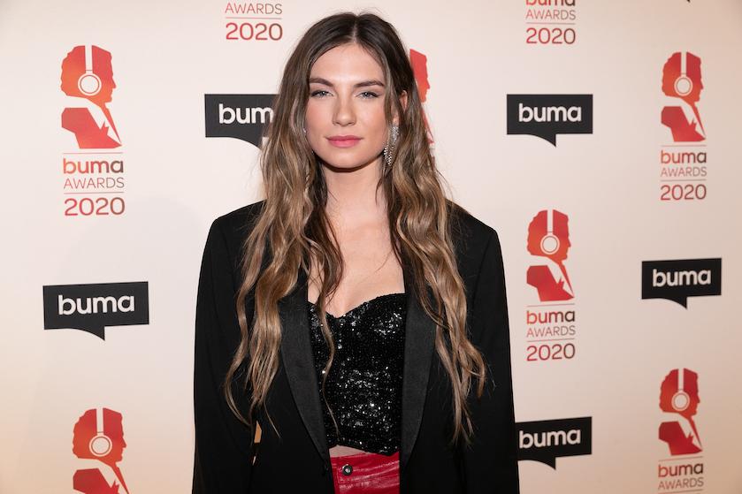 Happy new hair: zangeres Maan gaat voor opvallende nieuwe haarkleur