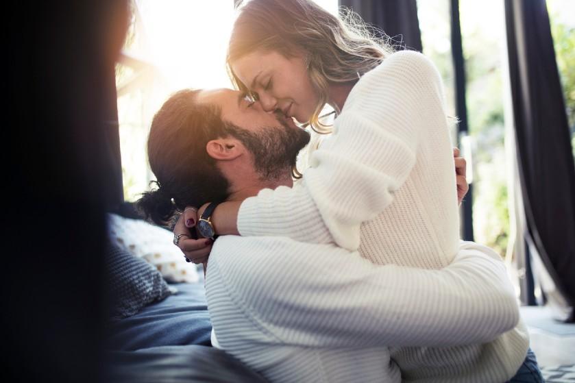 Niet eens een stomend seksleven: dit is volgens experts nóg beter voor je relatie