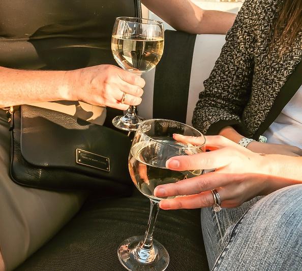 Bewezen: dus zó gelukkig word je van een glaasje wijn
