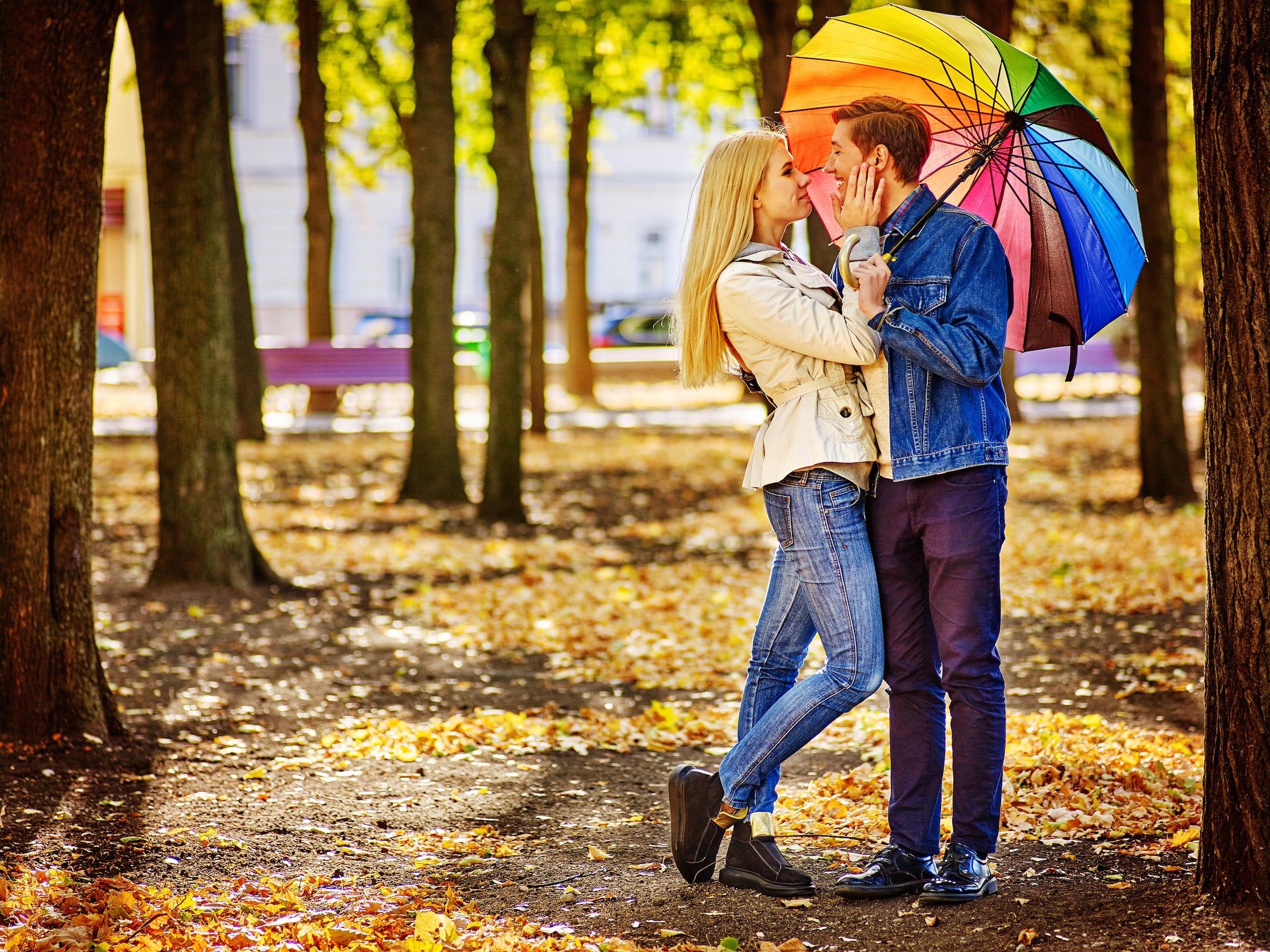 6 romantische date-ideeën om je deze herfst op te warmen