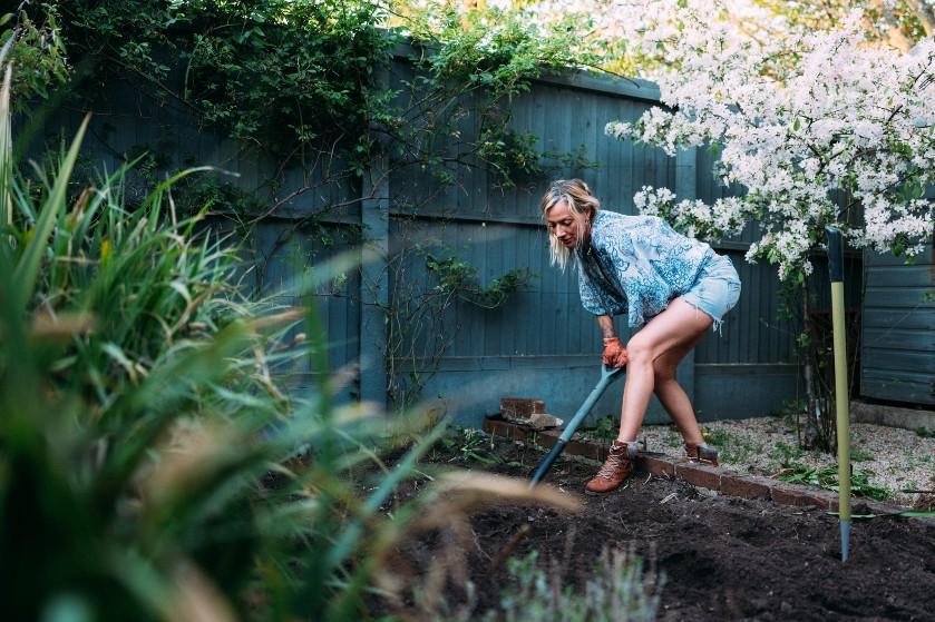Nog geen zin in de sportschool, ga dan de tuin in: zóveel calorieën verbrand je tijdens tuinieren