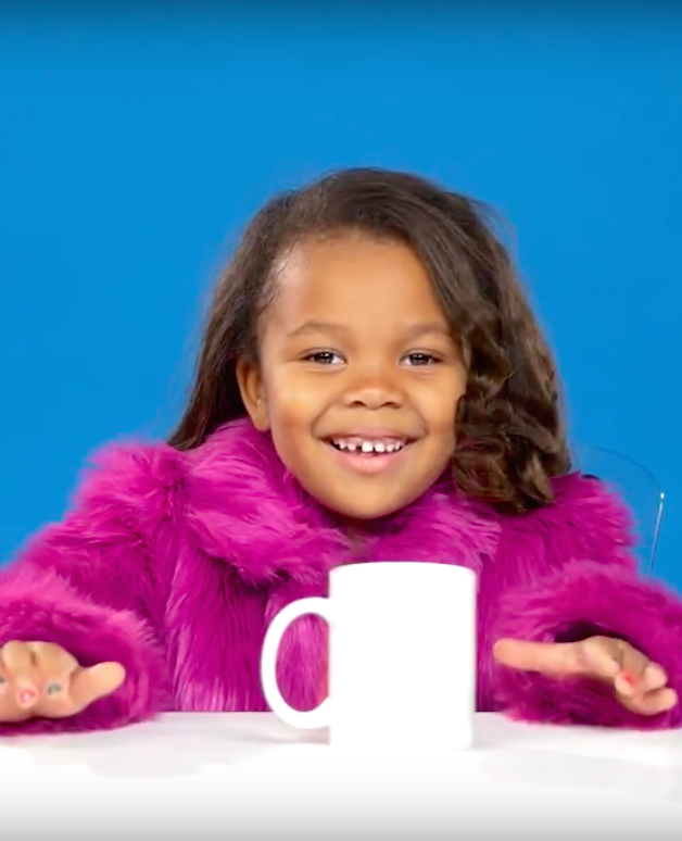 Kinderen drinken voor het eerst koffie