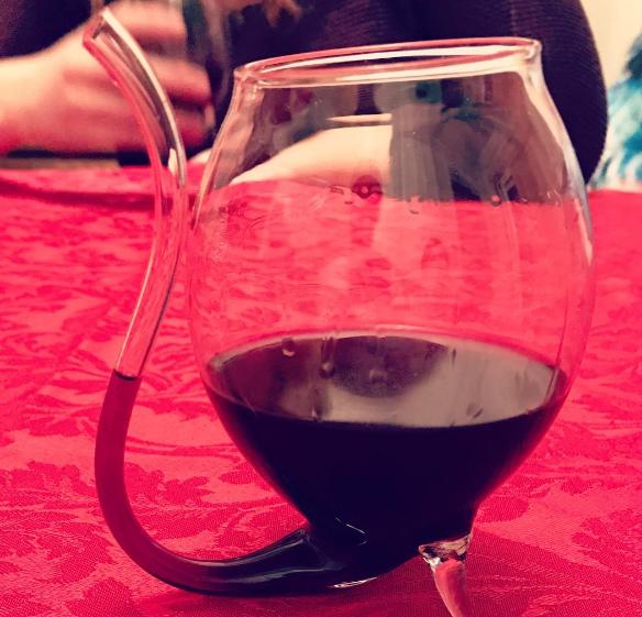Eindelijk! Met dit wijnglas krijg je nooit meer wijnvlekken op je tanden