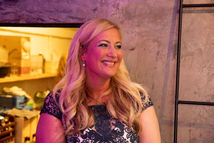 Dieuwke viel 55 kilo af en deelt nu al haar adviezen in het boek 'V-Lifestyle'
