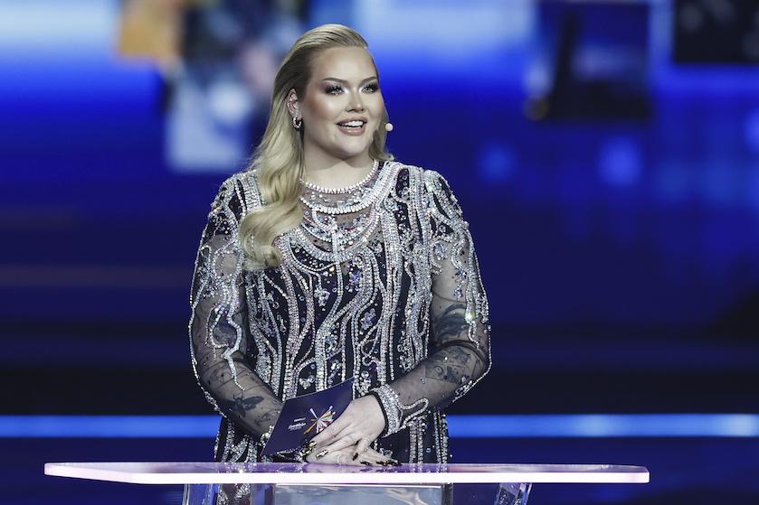 'Douze million points!' Nikkie de Jager overladen met complimenten na delen van prachtige foto's in badpak