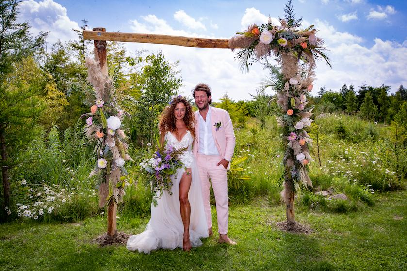 Wat mooi! Katja Schuurman en Freek van Noortwijk schitteren op huwelijksdag