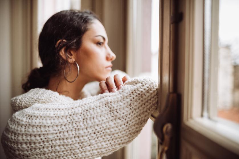 Opgebiecht: 'Mijn verloofde buurman zoende me vol op mijn mond. En ik deed mee'