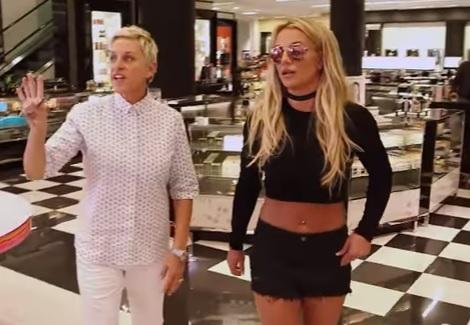 Video: Ellen Degeneres en Britney Spears maken misbruik van hun celebrity-status!
