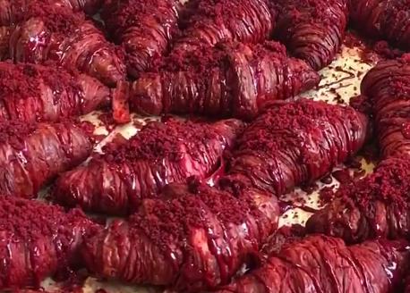 Best of both worlds: er bestaat nu een red velvet croissant!