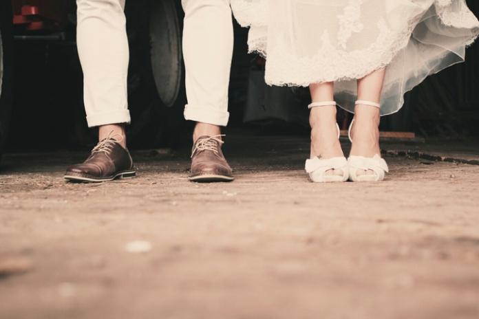 Bruiloftstradities verklaard: waarom we bloemen, wit en sluiers dragen