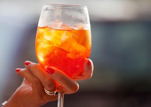 Oranje boven: tegenwoordig kun je wijn ook in deze kleur krijgen