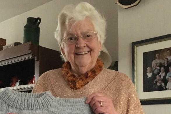 Nederlandse oma gaat viral vanwege deze aandoenlijke actie