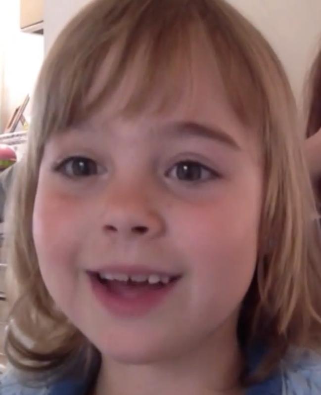7-jarige legt uit hoe haar mama's zwanger werden