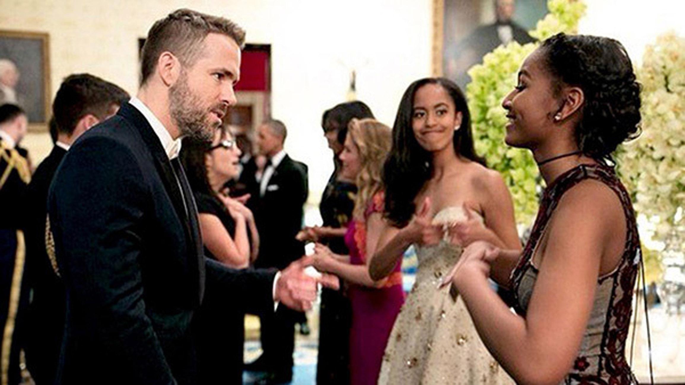 Sasha & Malia Obama Malia Obama Gives Thumbs Up To Sasha As She Fangirls Over Ryan Reynolds. (Credit: Pete Souza / White House) 75596 EDITORIAL USE ONLY