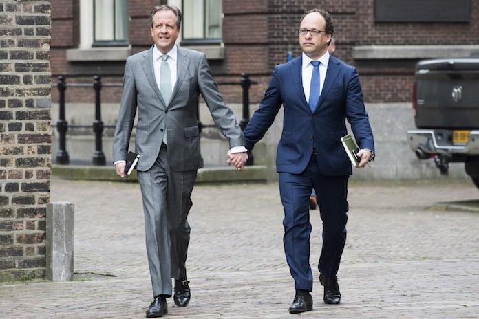 Dít is waarom Alexander Pechtold en zijn collega (en vele andere BN'ers!) hand in hand lopen