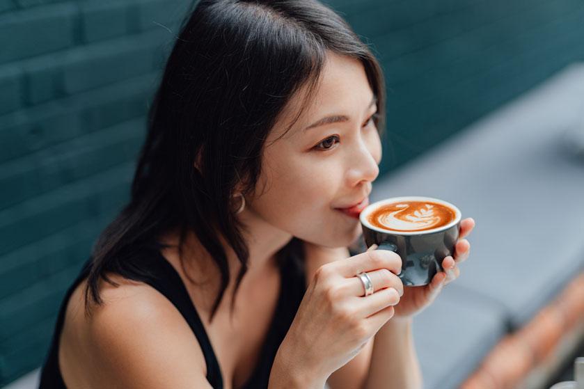 Deze 7 tekenen wijzen erop dat je (over)gevoelig bent voor cafeïne