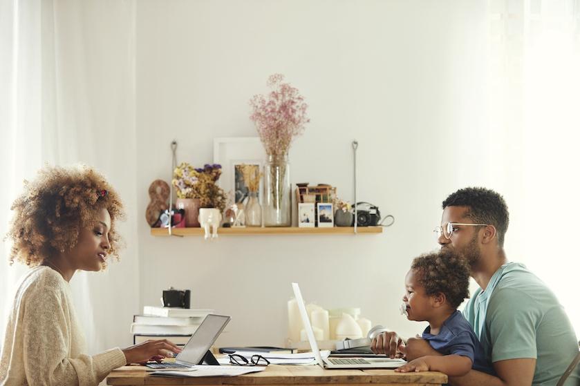 Houd het gezellig: zó voorkom je ruzie met je partner door al het thuiswerken