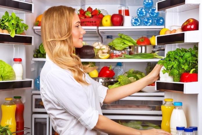 Dankzij dit simpele trucje verdwijnen nare luchtjes uit je koelkast