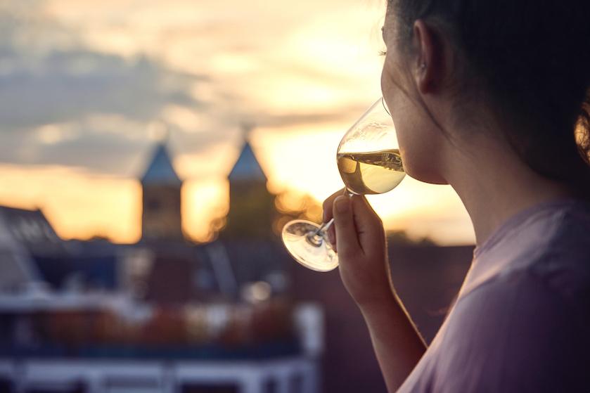 Om déze reden is het beter om dat wijntje voor je gaat slapen over te slaan