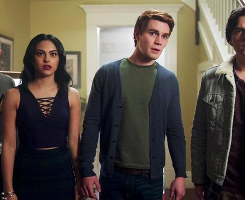 Zien: De megaspannende trailer van seizoen 2 van Riverdale is er