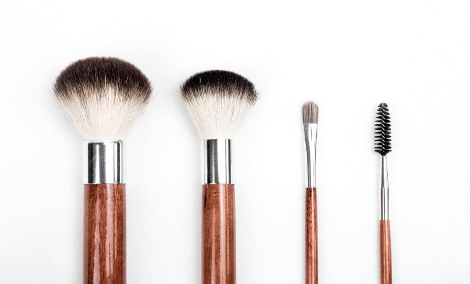 JAKKES: zo vies zien je make-upborstels eruit wanneer je ze drie weken niet wast