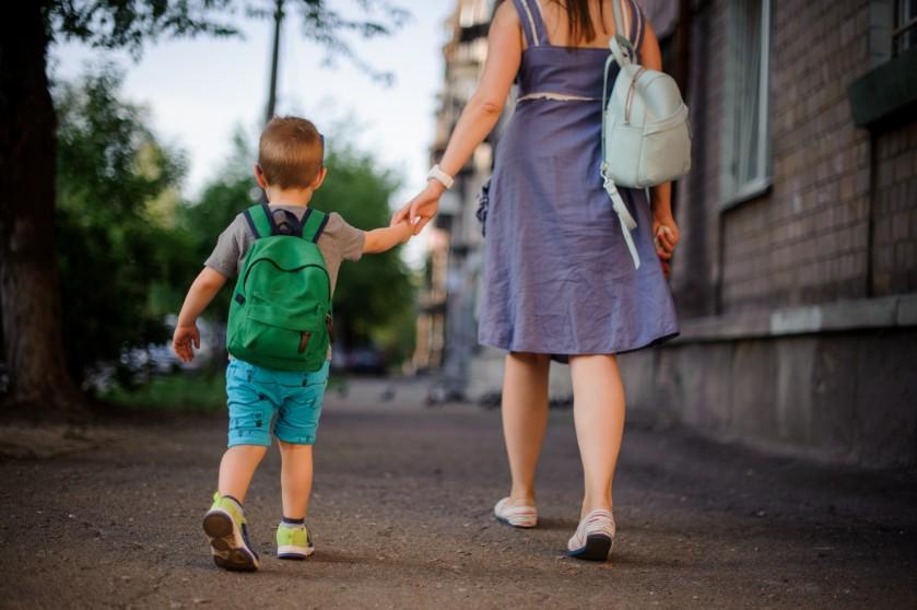 Opgebiecht: 'Ik houd mijn zoontje soms weg bij zijn vader'
