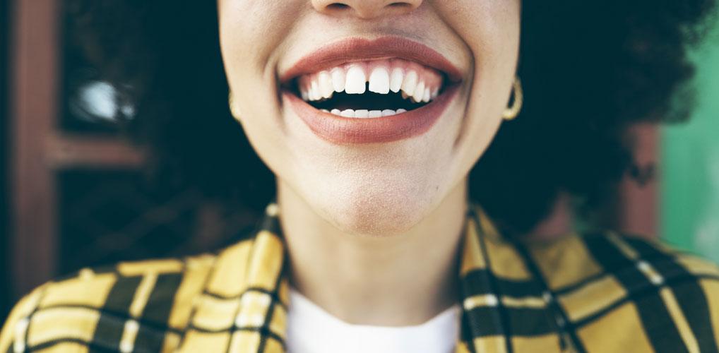 Waarom 'droog tandenpoetsen' nu opeens een ding is
