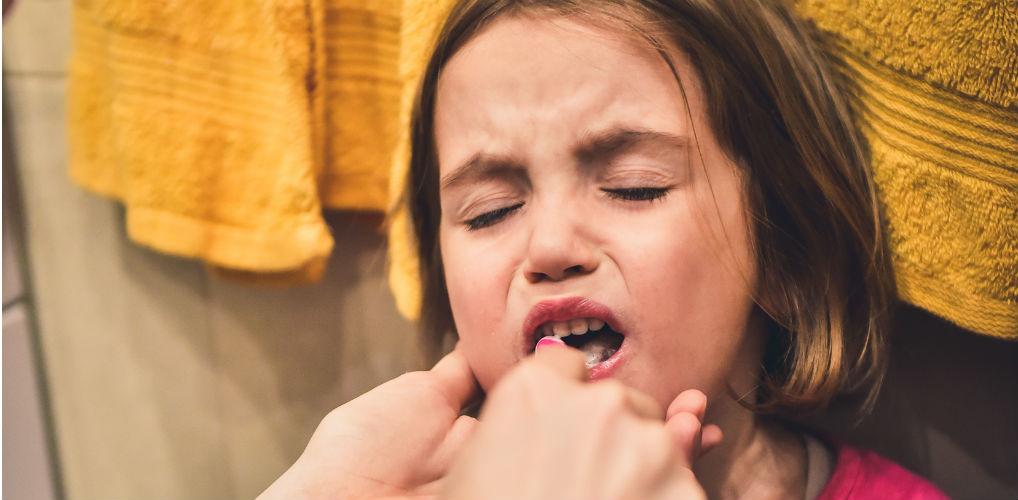 Als je kind bang is voor tandenpoetsen: 'Gewoon in de houdgreep'