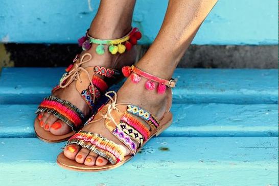 Shoppen: vier de zomer met deze happy sandaaltjes!