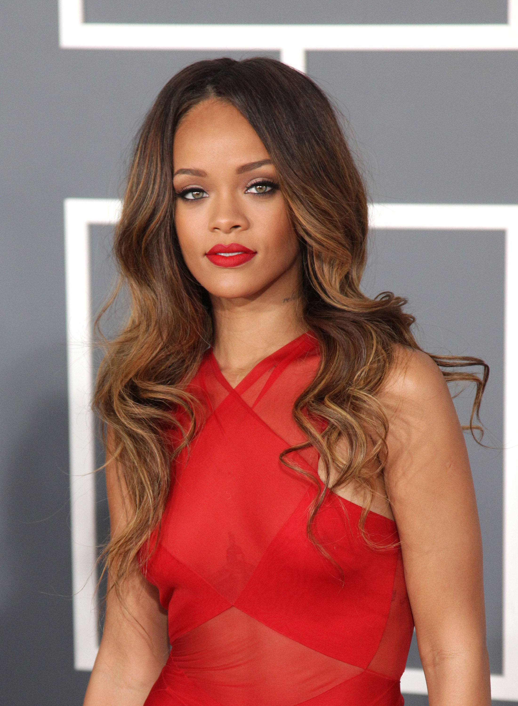 Zien: Maf filmpje van Rihanna in de McDonalds