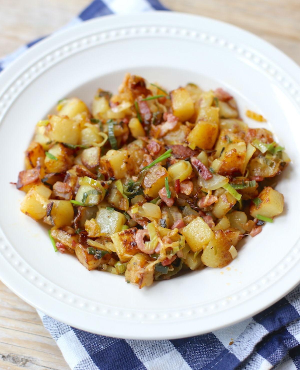 Aardappelschotel met ham en prei