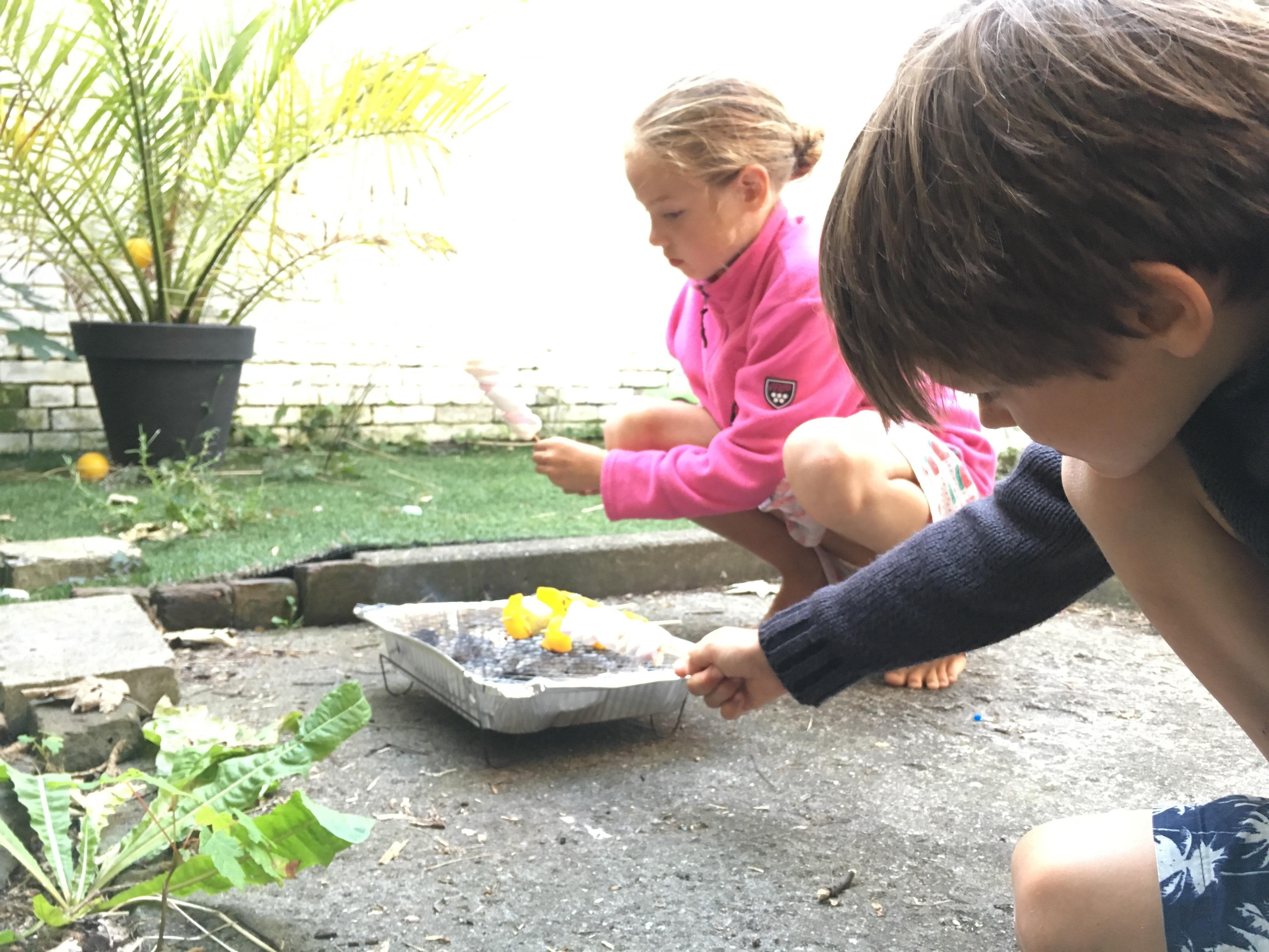 Barbecuen met de kinderen foto Denise